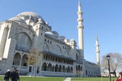 Panorámica_de_un_sector_de_la_Mezquita_de_Süleymaniye,_Estambul,_Turquía
