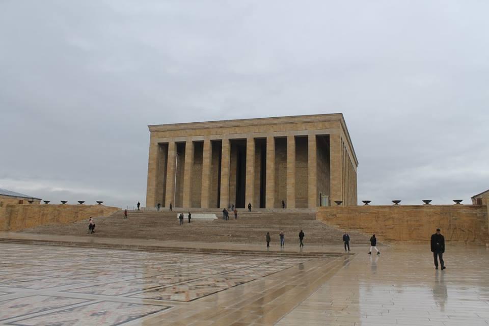 Mausoleo_de_Ataturk,_en_Ankara,_Turquía
