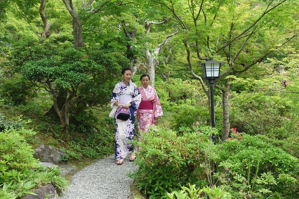 Strolling in Yoshiki En garden, in kimono.