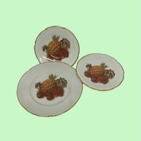 """Conjunto de 3 platos (1 mediano+2 pequeños)porcelana (Sta. Clara) """"Heidi"""" 1950's"""