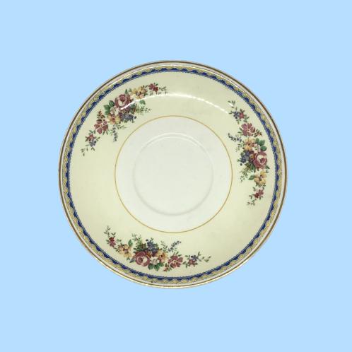 "Plato mediano de porcelana ""Ana Bolena"" 1920's"