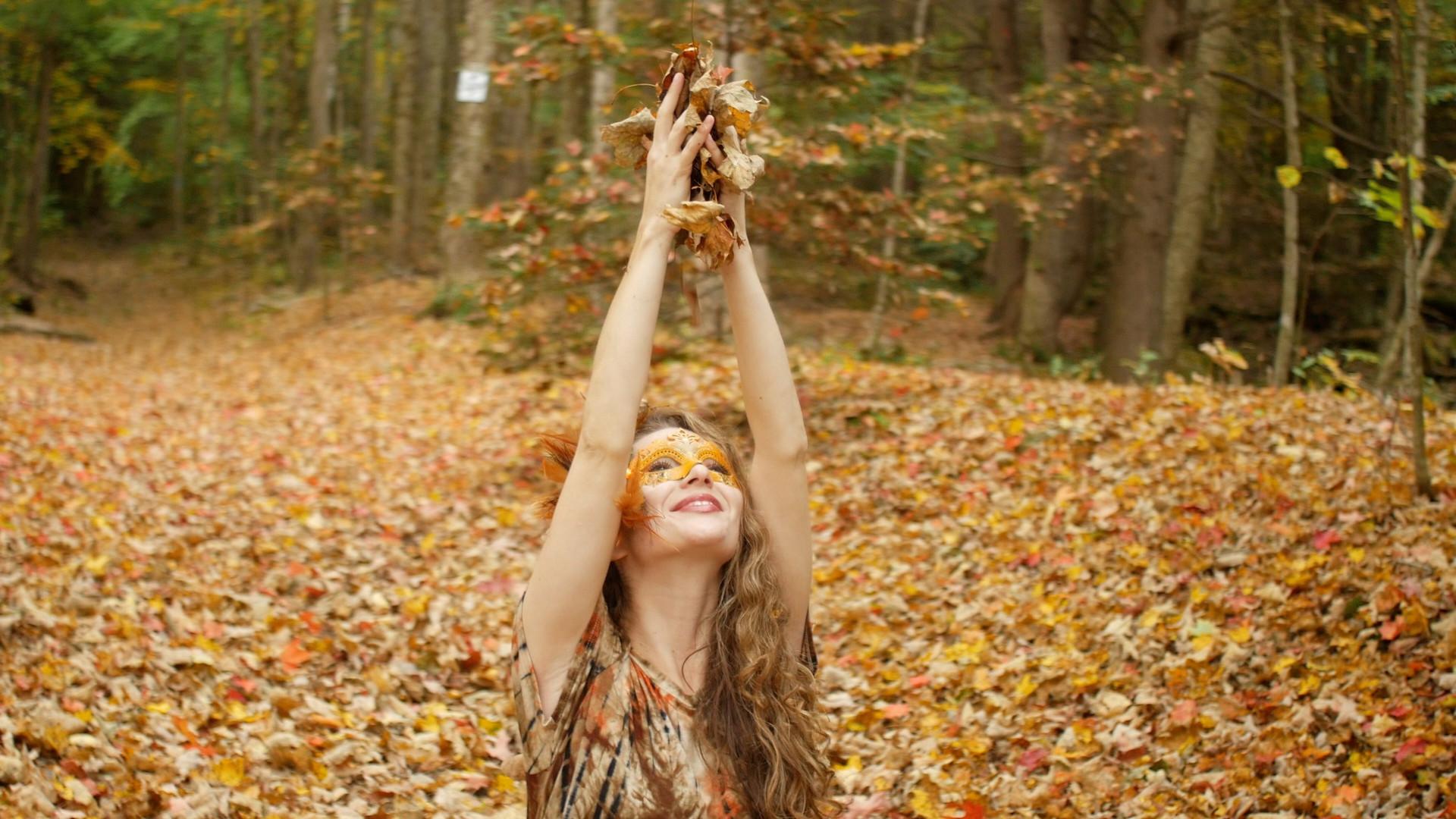 holding leaves (1).jpg