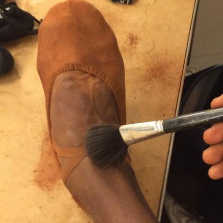 Por que ainda não fazem sapatilhas para bailarinos negros?