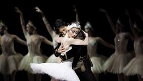 """A gestação no ballet e """"O Lago dos Cisnes"""" cinco meses após o parto."""