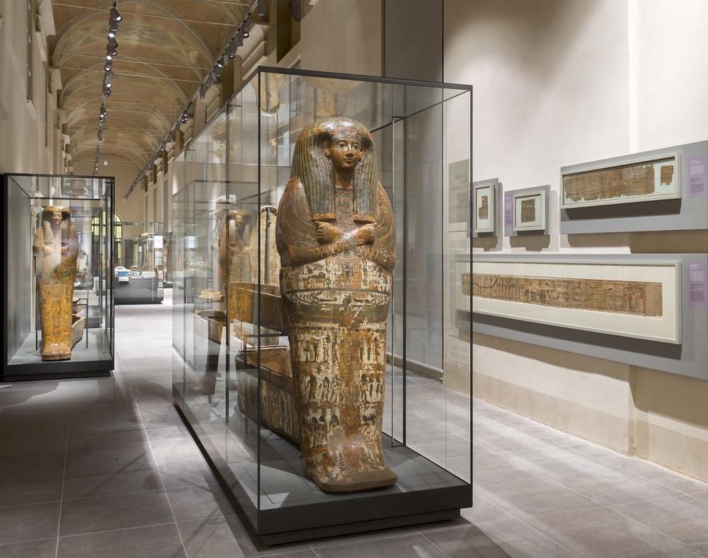 Galleria dei sarcofagi al Museo Egizio