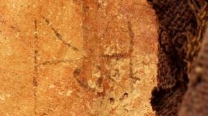 Il tatuaggio scoperto sulla coscia della mummia
