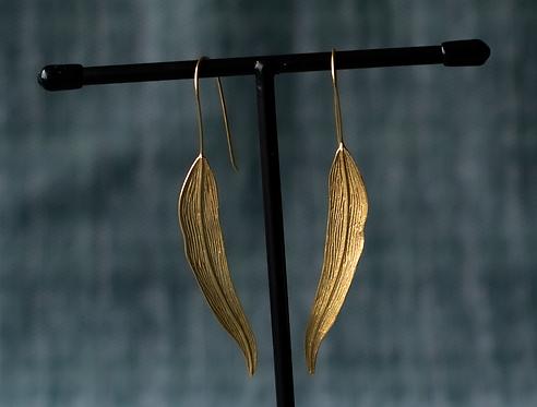 Oorbellen `LONG GOLDEN LEAVES`