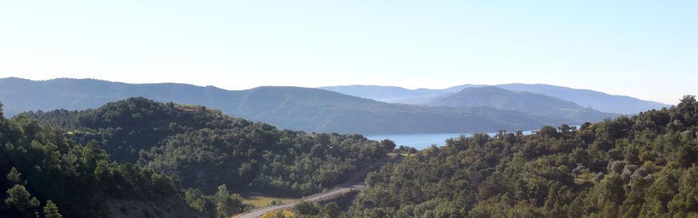 Vistas desde el hotel al pantano de El Grado y el Santuario de Torreciudad