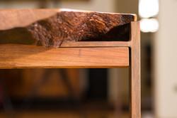 Holztisch aus einer einzigen Platte