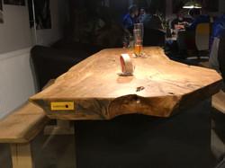 Edelholz Tischplatte Olive im Boulderama Cafe