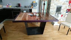Tisch aus Apfel Birne Schwarznuss