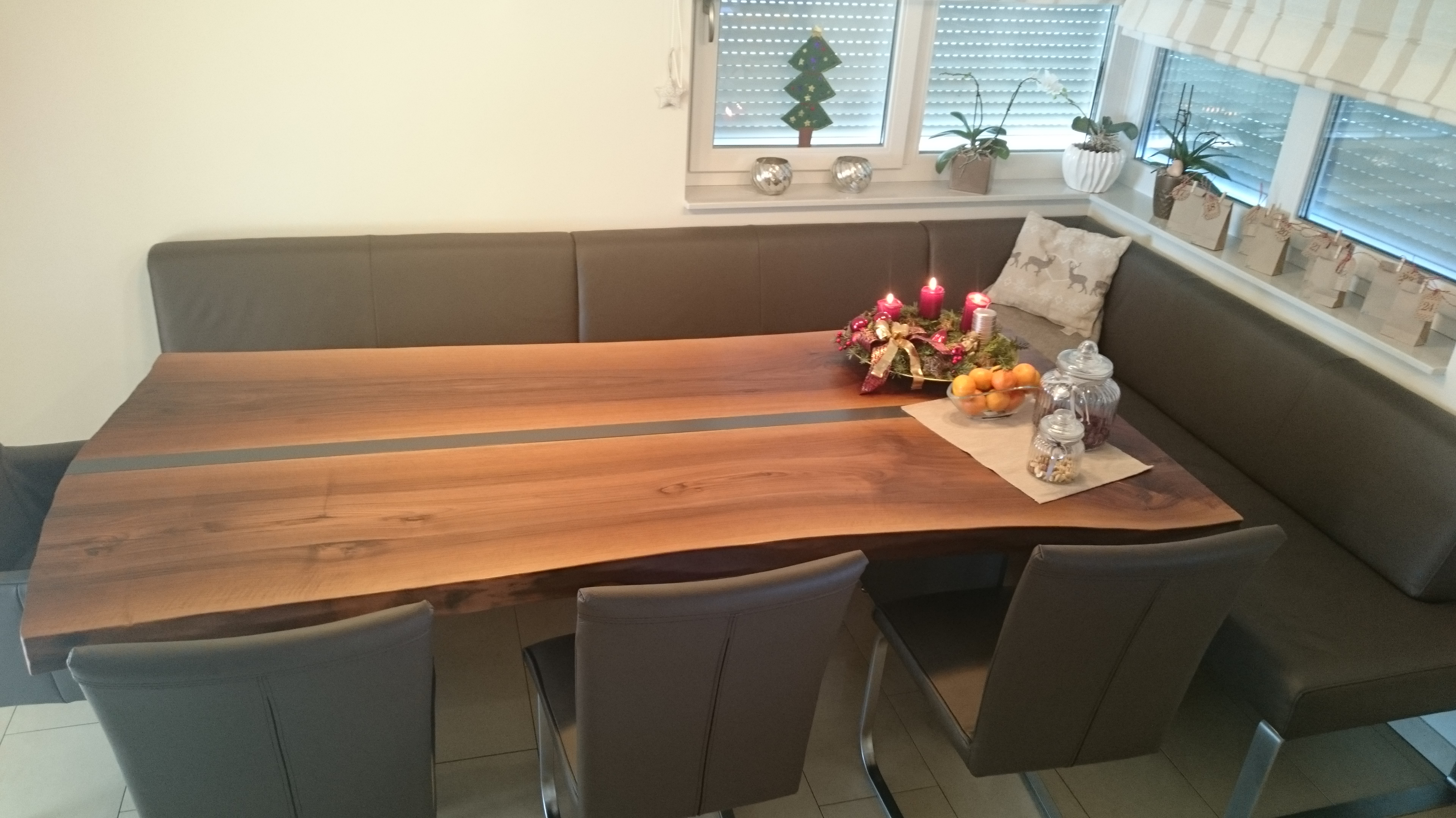 Walnuss-Tisch