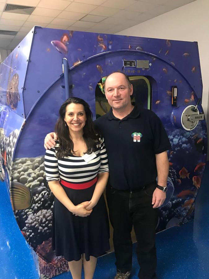 MUDr. Mgr. Erika Kožáková, MPH - vedúci lekár Centra HBO PeaDr. Robert Korim - inštruktor potápania