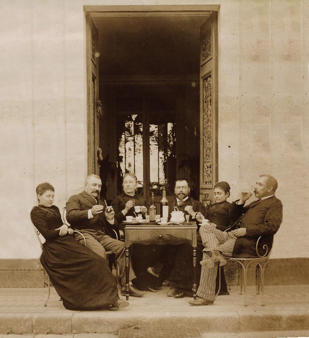 Famille Icard devant chateau