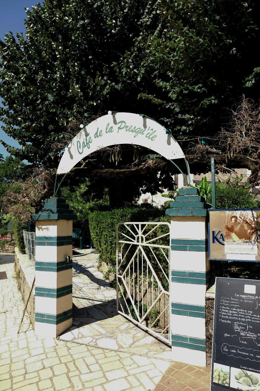"la terrasse de  ""La Presqu'île"""