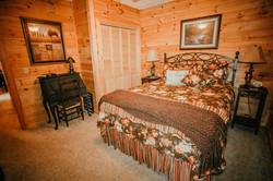 Lower level bedroom (queen)