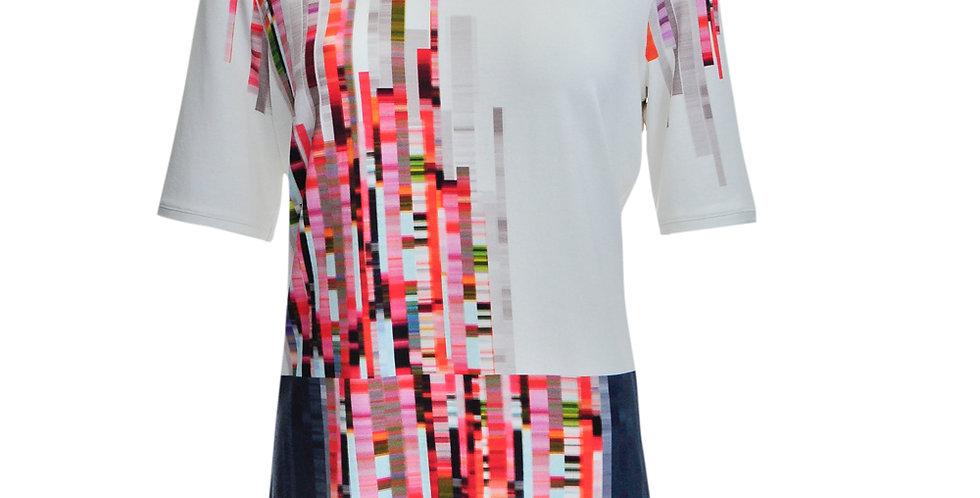 Vorderansicht T-Shirt mit abstraktem Streifendruck in vorwiegend Rottönen