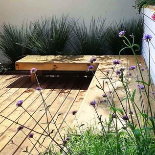 פינת ישיבה טבעית במרפסת.jpg