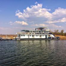 umbozha-houseboat-lake-kariba-2014-1030x