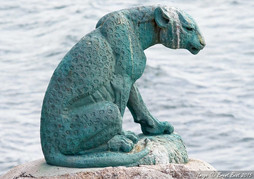Bronze statue of Cape Leopard