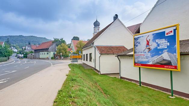 Business Portrait: Veröffentlichung in Werbekampagne auf Großflächenplakat | DEHN SE + Co KG