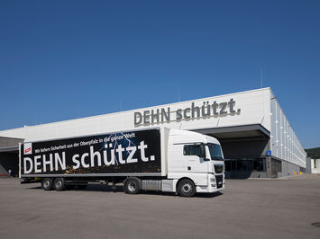 Architekturfotografie: DEHN SE | Shuttle lKW