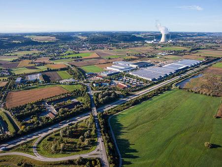 Drohnen-Luftbild: Gewerbefläche bei Niederaichbach, Bayern