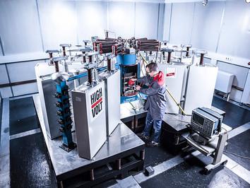 Industriefotografie: Dehn SE, Blitzströme bis 400 kA - eines der leistungsstärksten Prüffelder weltweit.