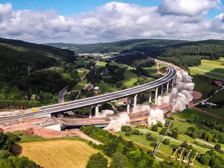 Drohnen-Luftbild: Sprengung der Sinntalbrücke, Bayern
