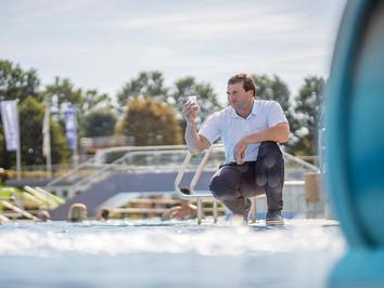 Business Porträt: Stadtwerke Neumarkt | Wasserentnahme zur späteren Prüfung