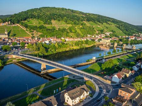 Drohnen-Luftbild: Mainbrücke Klingenberg, Bayern