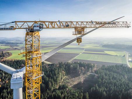 Drohnen-Luftbild: Turmdrehkran 1000 EC-B 125 Litronic in Windpark Kräfft