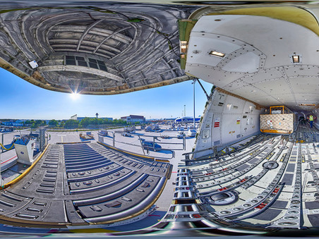Panoramafotografie: Frachtraum der Boing 747 Cargo