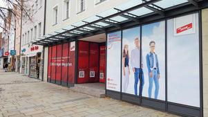 Business Portrait: Veröffentlichung in Werbekampagne auf Schaufenster Oberer Markt | DEHN SE + Co KG