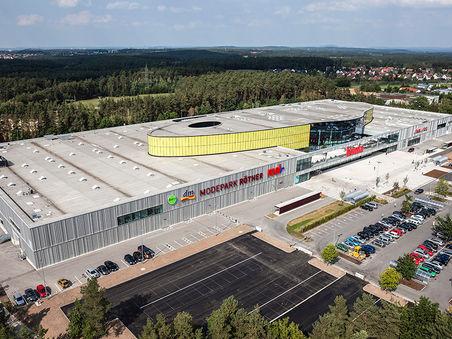 Drohnen-Luftbild:  Einkaufszentrum in Schwabach