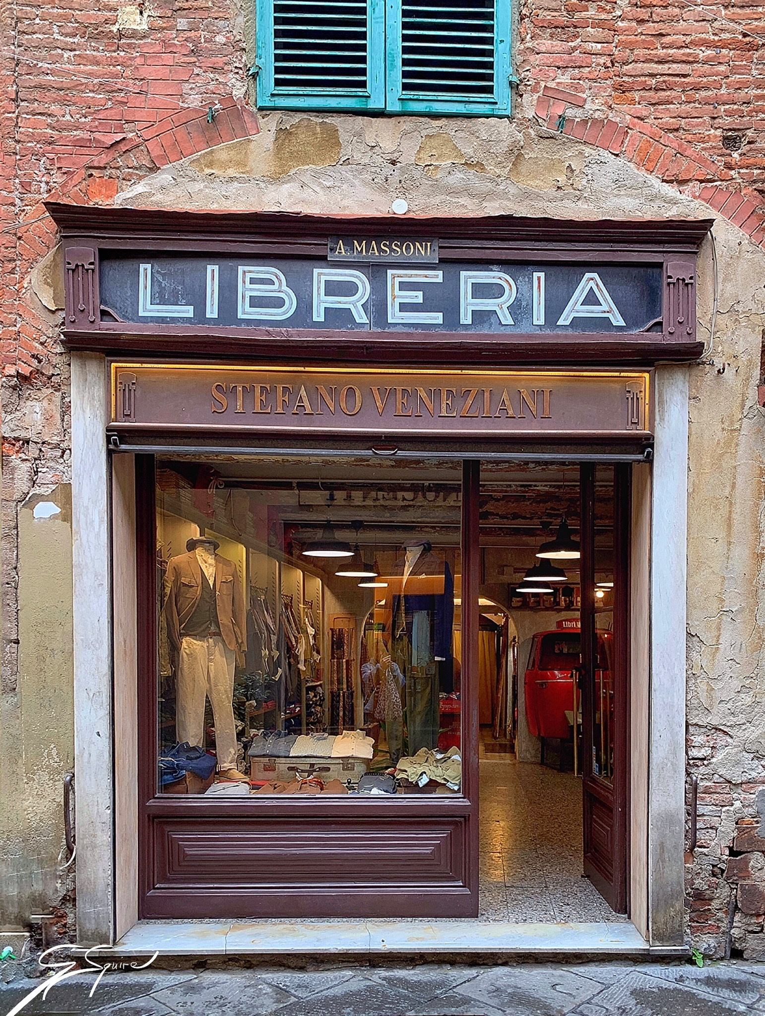 One of many shops, Lucca_