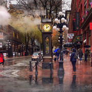 Steam clock in Gastown, on a rainy day_