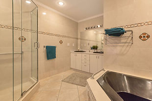 Prestige Care Aventura ALF spacious bright bathroom