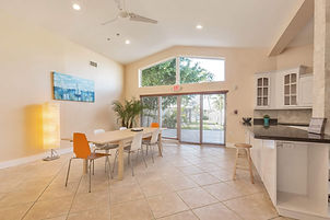 Prestige Care Aventura Assisted Living Facility spacious, homey and cozy living room