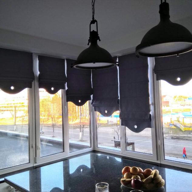 Ролеты на балконе