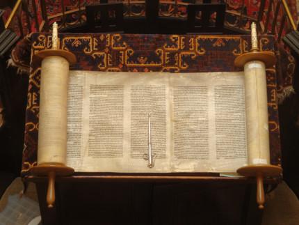 Conociendo los libros más importantes para la religión Judía: la Torá y el Talmud