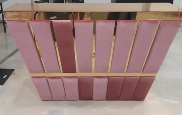 Pink/gold bar with shelfs 6ft