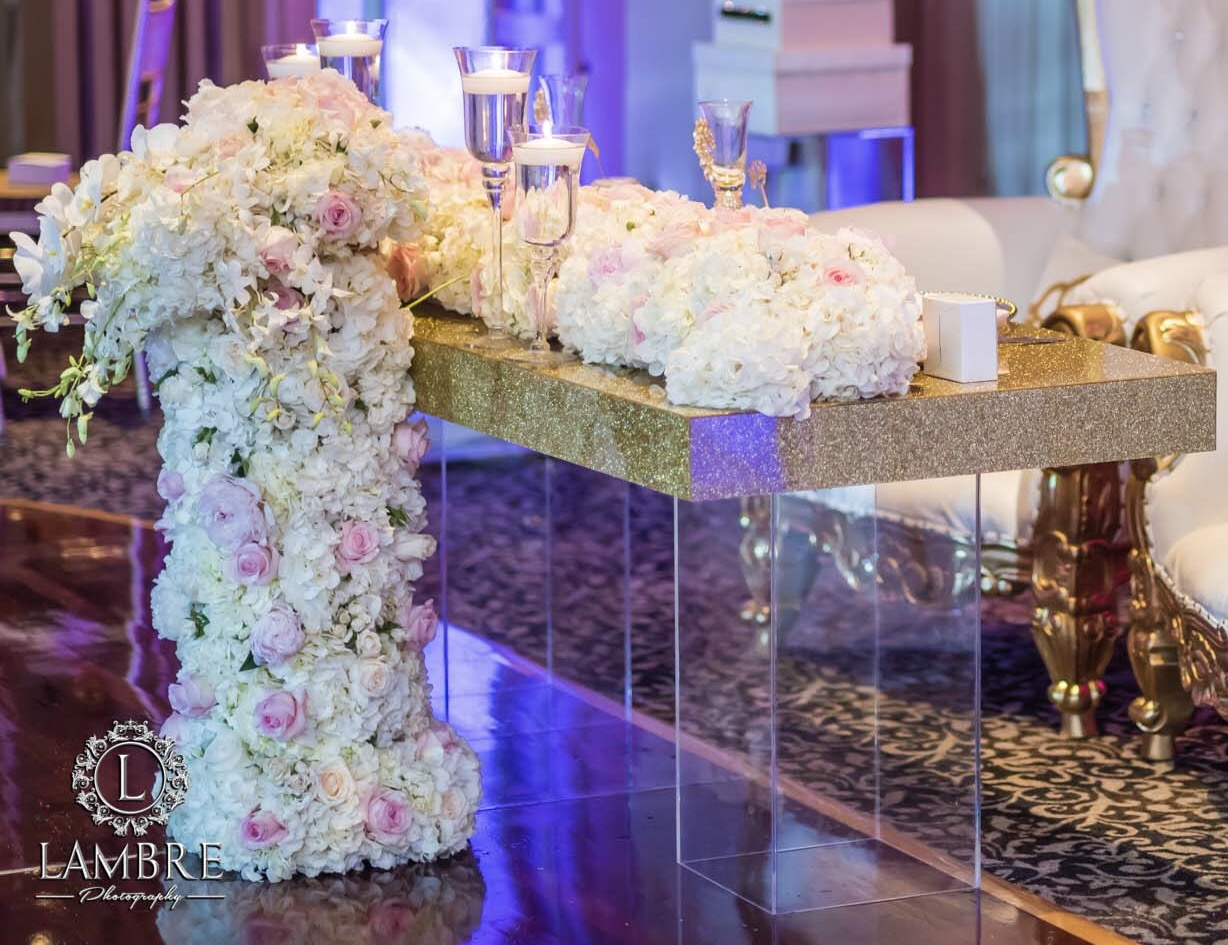 Gold Glitter Top Table & Clear Bases