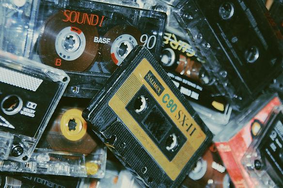 pile-of-cassette-tapes-3642350.jpg