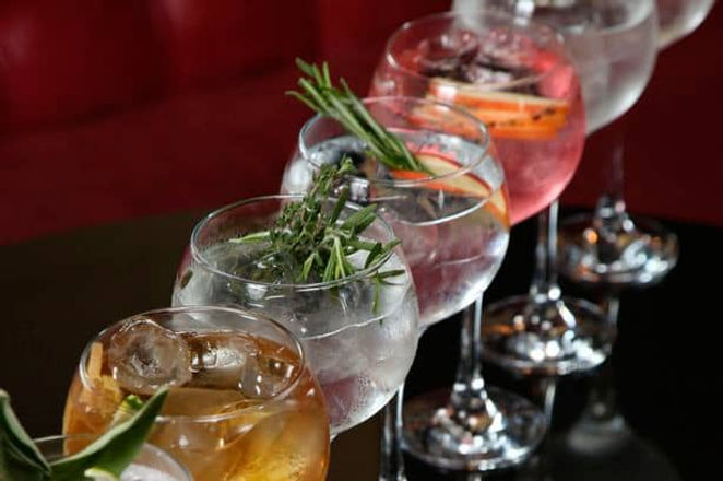 barra de gin y cocteleria mezcal empresa