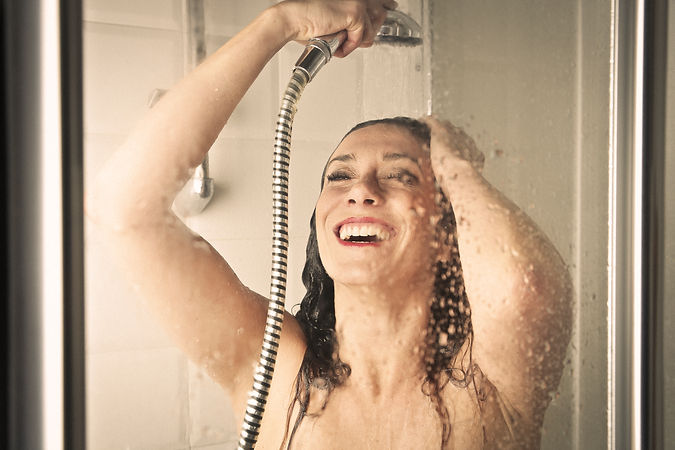woman-in-a-shower-P3X2HZY.jpg