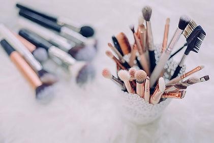 295-2957612_makeup-brush-lot-gold-makeup