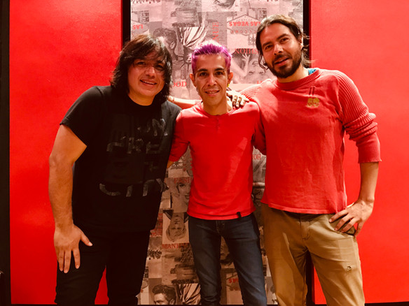 Mika Sanz, Eric Girón y Tracks del Grupo elefante
