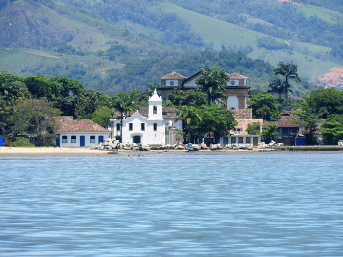 Slow life in Paraty continues... with one exception