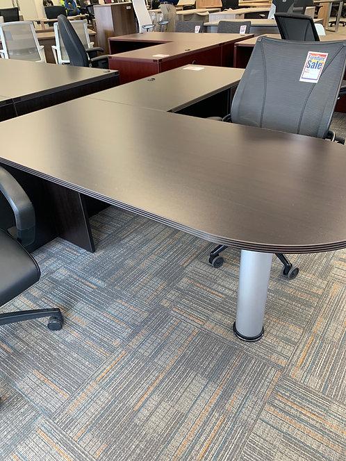 Black Cherry Bullit Style Desk